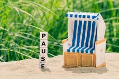 Pojęcie dla przerwy wakacyjnej Kostki do gry tworzą Niemieckiego słowo «fermata « obrazy royalty free