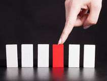 Pojęcie dla rozwiązania problem zatrzymywać domino skutek Obrazy Stock
