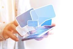 Pojęcie dosłanie email na smartphone interfejsie z wiadomością ic Fotografia Royalty Free