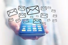 Pojęcie dosłanie email na smartphone interfejsie z wiadomością ic Zdjęcia Stock