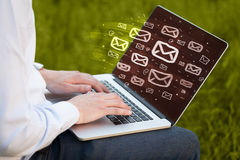 Pojęcie dosłanie emaile obraz stock