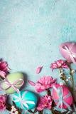 pojęcie Easter szczęśliwy Świąteczny rocznika tło z dekorującymi jajkami Fotografia Royalty Free