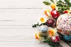 pojęcie Easter szczęśliwy eleganccy malujący jajka i Easter zasychają na ru Fotografia Royalty Free