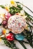 pojęcie Easter szczęśliwy eleganccy malujący jajka i Easter zasychają na ru Zdjęcie Royalty Free
