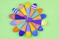 pojęcie Easter szczęśliwy Okrąg kolorowi jajka Fotografia Royalty Free