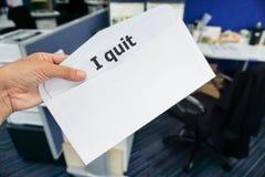 Pojęcie kobieta przedkłada list rezygnacyjnego szef zdjęcia royalty free