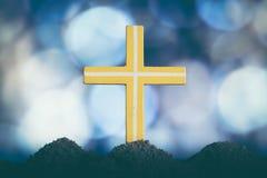 Pojęcie koloru żółtego krzyża religii symbolu konceptualna sylwetka fotografia royalty free