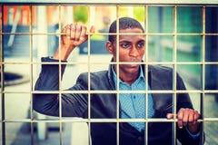 Pojęcie Młody amerykanina afrykańskiego pochodzenia mężczyzna Patrzeje dla wolności w Nowym Obraz Royalty Free
