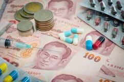 Pojęcie medycyna i pieniądze fotografia royalty free