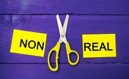 Pojęcie motywacja wpisowi ` non istni nożyce między one i ` bramkowy osiągnięcie, potencjalny pokonywanie obraz stock