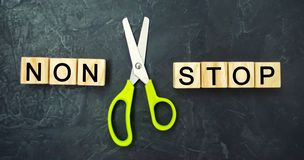 Pojęcie motywacja wpisowi ` non przerwy nożyce między one i ` bramkowy osiągnięcie, potencjalny pokonywanie zdjęcia stock