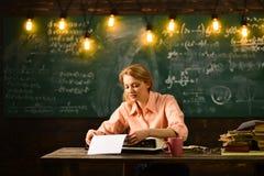 pojęcie nowa technologia nowa technologia dla retro szkoły z maszyna do pisania Fotografia Stock