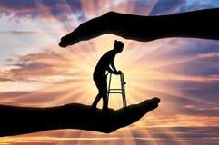 Pojęcie ochrona i pomoc niepełnosprawny i starsze osoby obrazy royalty free