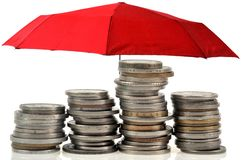Pojęcie pieniężne gwarancje z parasolem fotografia royalty free