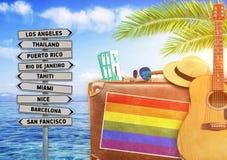 Pojęcie podróżuje z starą walizką lato i LGBT zaznaczamy fotografia stock