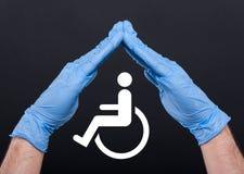 Pojęcie pomoc i opieka dla niepełnosprawnej osoby zdjęcia stock