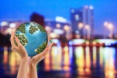 Pojęcie problem środowisko - palić śmieci Spopielanie rośliny są szkodliwe środowisko planety tła naziemnych pełne gwiazd obraz stock