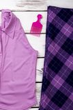 Pojęcie purpurowi kobiety ` s ubrania i grępla Obraz Stock