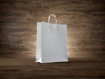 Pojęcie pusty biały torba na zakupy drewniany Fotografia Stock