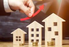 Pojęcie rynku nieruchomości przyrost Wzrost w lokalowych cenach Wzrastające ceny dla użyteczność Narosły interes wewnątrz fotografia royalty free