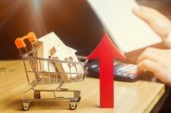 Pojęcie rynku nieruchomości przyrost Wzrost w lokalowych cenach Wzrastające ceny dla użyteczność Narosły interes wewnątrz obraz royalty free
