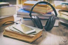 Pojęcie słuchanie audiobooks Fotografia Royalty Free