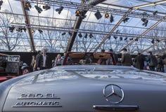 Pojęcie samochody wystawa i samochodu projekt - Paryż 2018 obrazy royalty free