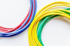 Pojęcie sieci interneta kabel na białego tła odgórnym widoku Fotografia Royalty Free