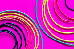Pojęcie sieci interneta kabel na różowym tła zakończeniu up Fotografia Royalty Free