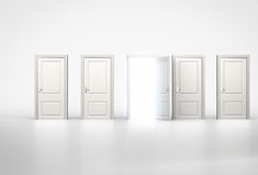 Pojęcie sposobność Lekki jaśnienie przez jeden drzwi w rzędzie Obraz Stock