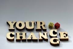 Pojęcie szczęście w grą Inskrypcja TWÓJ szansa, zmiana od drewnianych listów i dwa kostka do gry, czerwień i kolor żółty na biały zdjęcia royalty free