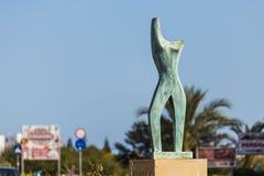 Pojęcie sztuka współczesna - Żeńskiego ciała kształta rzeźba zdjęcie royalty free