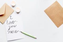 Pojęcie walentynki list miłosny na białego tła odgórnym widoku Obraz Royalty Free