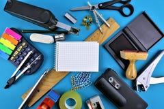 Pojęcie wizerunek kolorowy Biurowy biurko z kopii przestrzenią zdjęcie royalty free