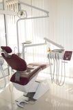 pojęcie - wnętrze nowy nowożytny stomatologiczny kliniki biuro z krzesłem Zdjęcie Stock