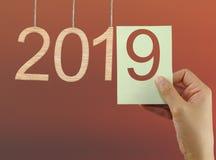 pojęcie zaczynać nowy rok 2019 na mrocznym nieba backgroun Zdjęcie Royalty Free