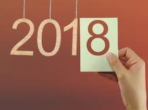 pojęcie zaczynać nowy rok 2018 na mrocznym nieba backgroun Fotografia Stock