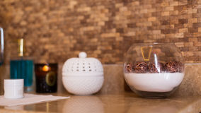 Pojęcie zdrój podstawy Płukanka, pudełko, dekoracyjna waza Zdrój int Obrazy Royalty Free