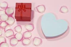 poj?cia serce nad czerwieni r??anym valentine biel zdjęcia stock