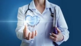 Pojęcie opieka serce i traktowanie Zdjęcie Stock