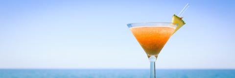 Pojęcie tropikalny wakacje Egzotyczny koktajl na molu Luxur Obrazy Stock