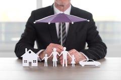 Pojęcie ubezpieczony dom, rodzina i samochód, Obraz Stock