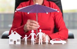 Pojęcie ubezpieczony dom, rodzina i samochód, Zdjęcia Royalty Free