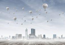 Pojęcie zanieczyszczenia powietrza pojęcie z aerostatami lata nad miasto Obrazy Stock