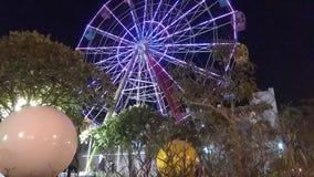 Pojazd dla Ferris ko?a z czasu skutka wideo cumuj?cy noc portu statku widok zdjęcie wideo