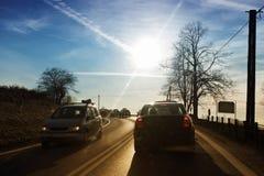 Pojazdu jeżdżenia post na wiejskiej drodze Fotografia Stock