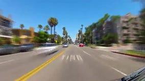 Pojazdu jeżdżenie na oceanu bulwarze w mieszkaniowym Long Beach zbiory