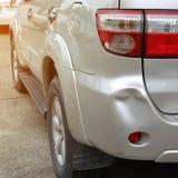 Pojazdu samochodowy rekordowy wklęśnięcie i taillight łamający karambol rozbijamy obraz stock