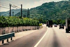 Pojazdy na autostradzie Zdjęcia Royalty Free