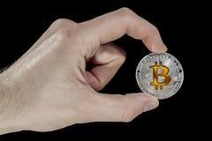 Pojedyncza BTC Bitcoin moneta w ręce Obraz Royalty Free
